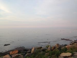 Bilde av strand, hav og blå himmel