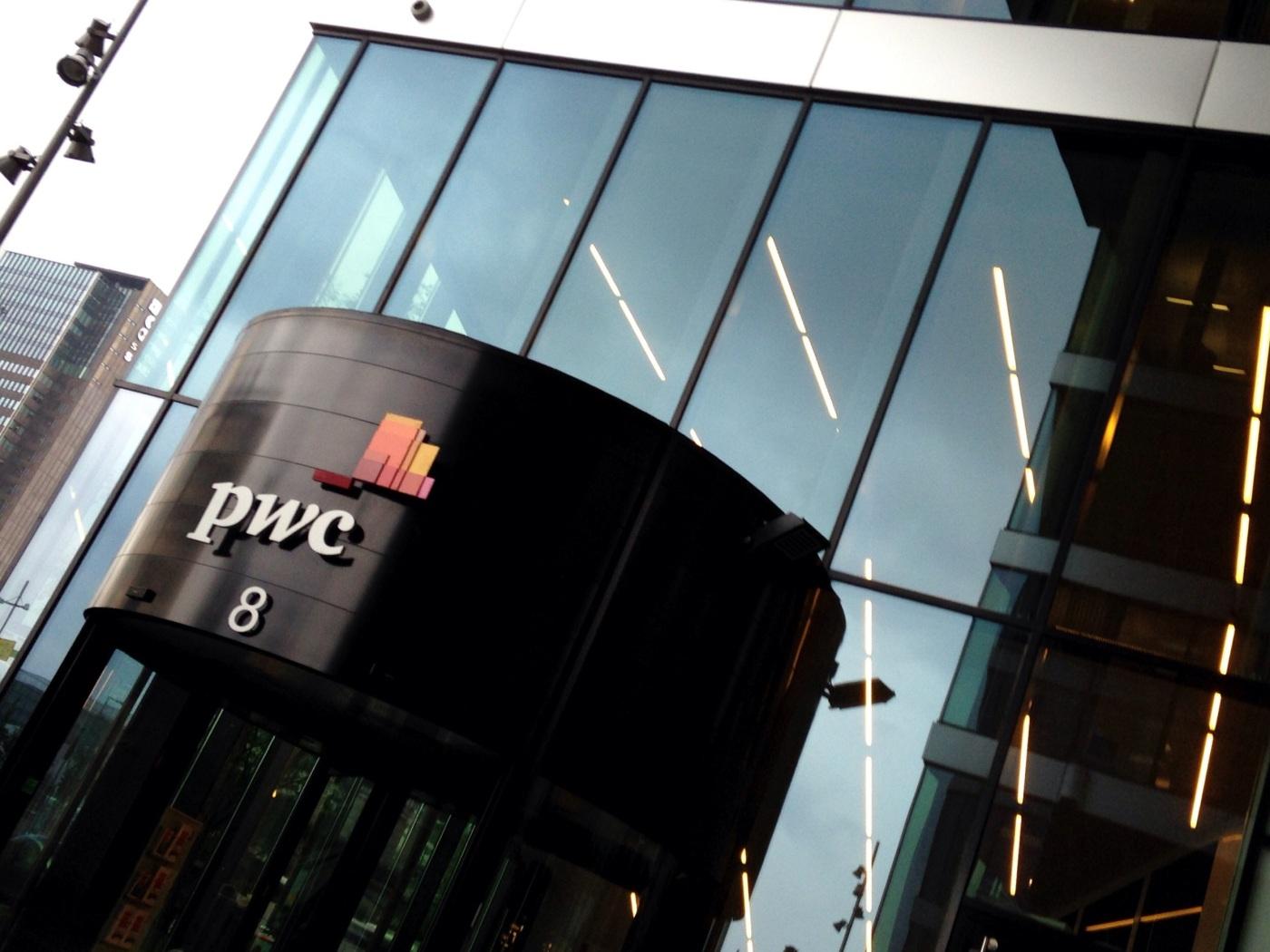 Bilde av inngangen til pwc i Oslo