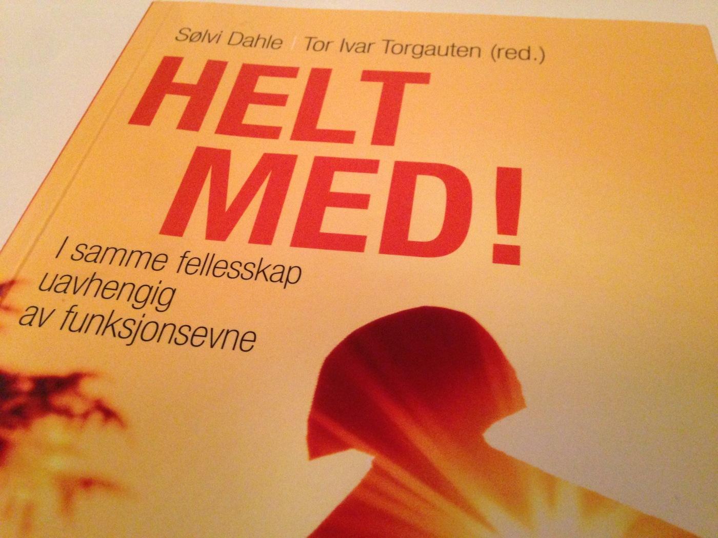 Bilde av boken Helt med (Dahle og Torgauten (red))