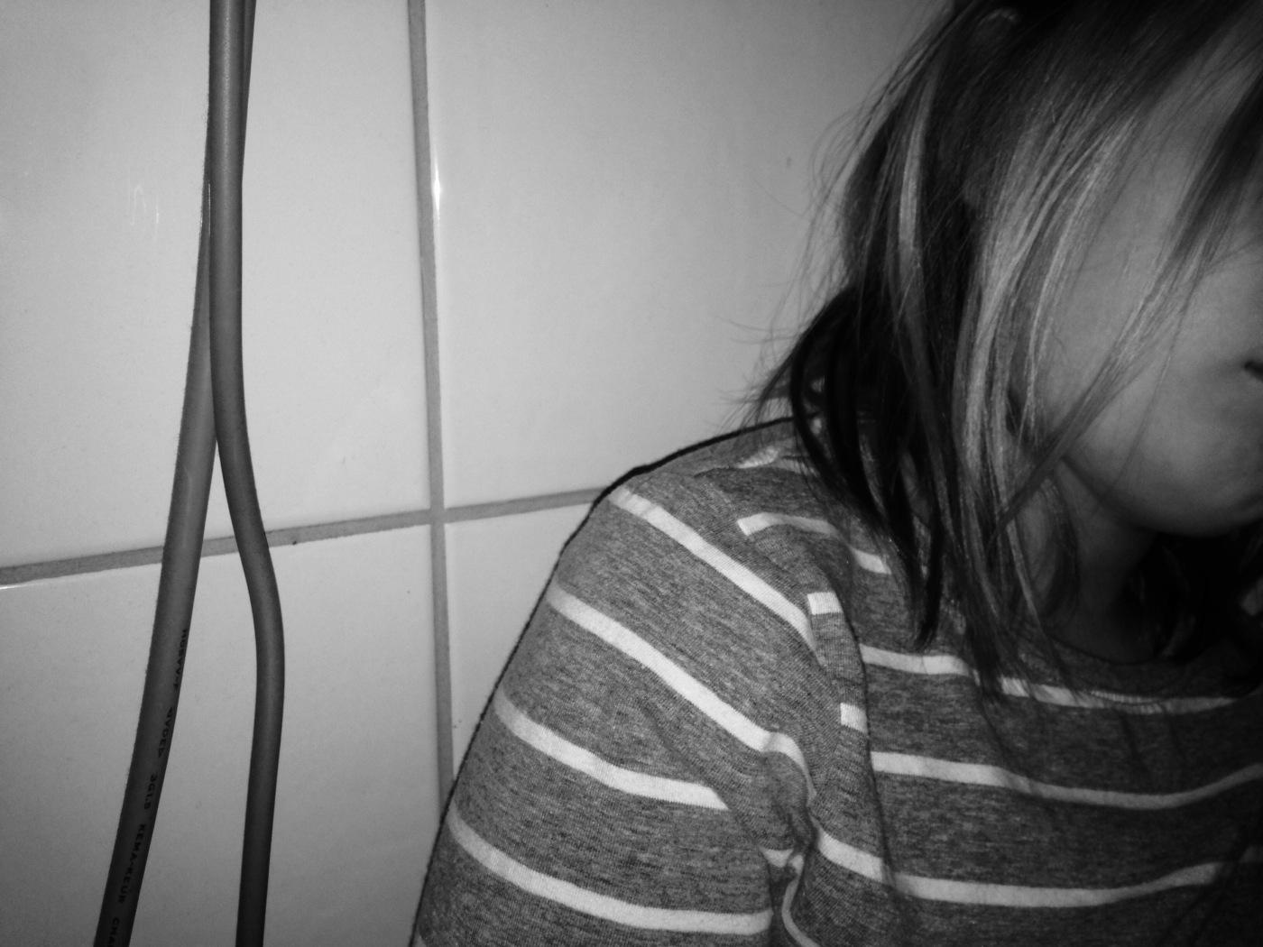 Bilde av jente i grått
