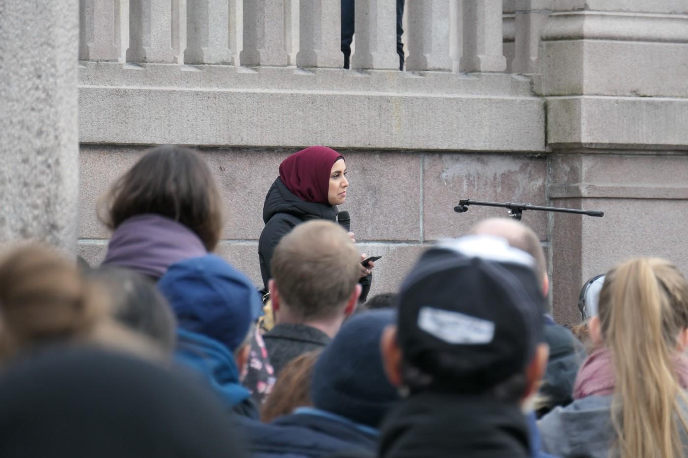 Faten Mahdi Al – Hussaini – Samfunnsdebattant utenfor stortinget