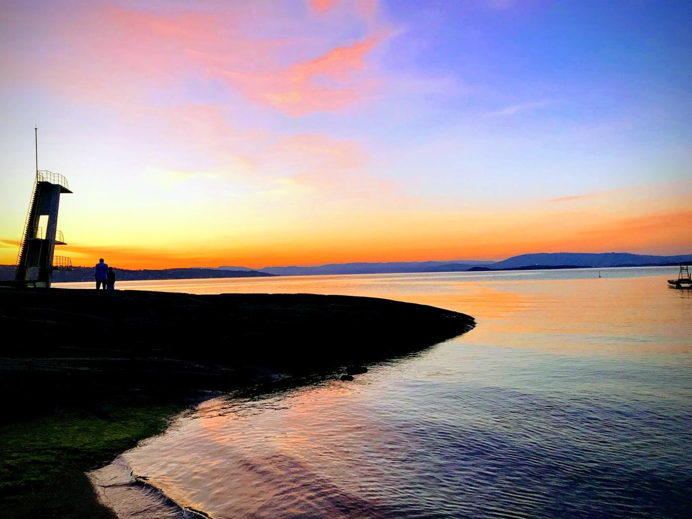 Bilde av stupetårn i solnedgang
